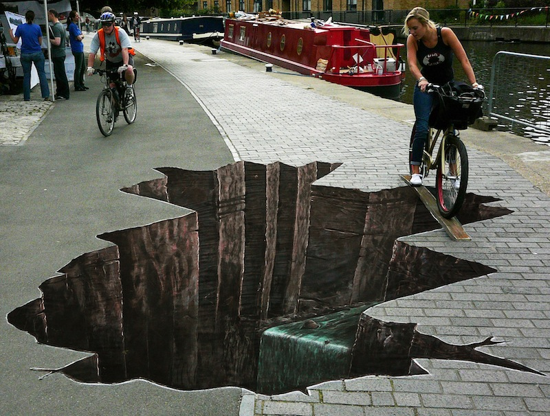 Street drawing illusions the image kid for Buy street art online